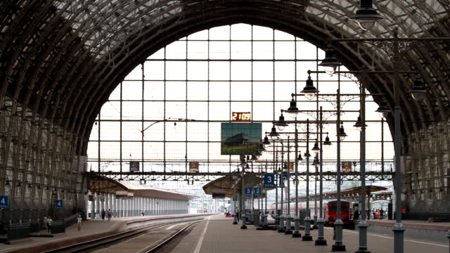 The main hall of the Kiev Railway Station with the platforms / Russia. Moscow video