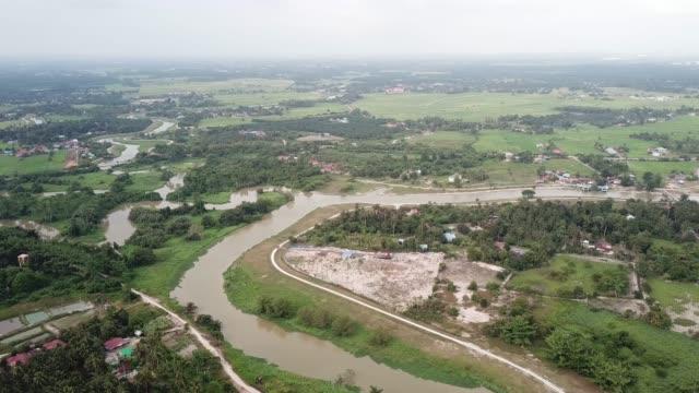 das malaierdorf neben sungai perai, penang - strohhut stock-videos und b-roll-filmmaterial