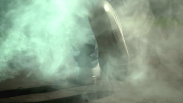 the male legs walking near a smoke. evening night time, slow motion - tylko jeden mężczyzna filmów i materiałów b-roll