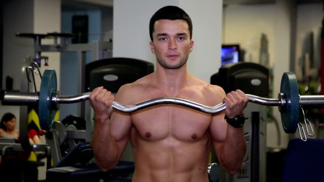The man raises the bar in the gym video