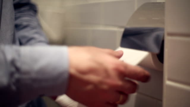 The man tears off the toilet paper video