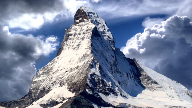 stockvideo's en b-roll-footage met de berg matterhorn, zermatt, zwitserland - zermatt