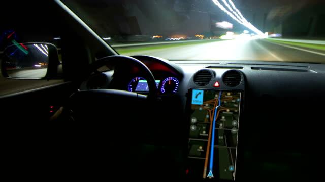 vidéos et rushes de les promenades en voiture moderne dans la ville de nuit. hyperlapse (hyperlapse) - voiture nuit