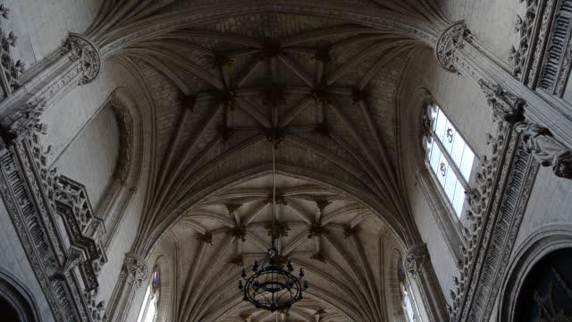 det kloster san juan de los reyes i toledo, spanien. - basilika katedral bildbanksvideor och videomaterial från bakom kulisserna
