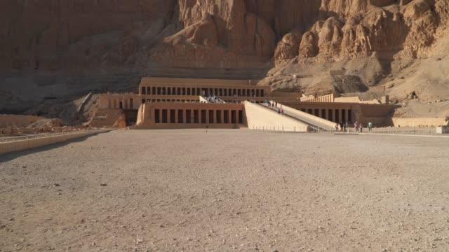 vídeos y material grabado en eventos de stock de el templo mortuoario de hatshepsut, también conocido como el djeser-djeseru en luxor, - valle