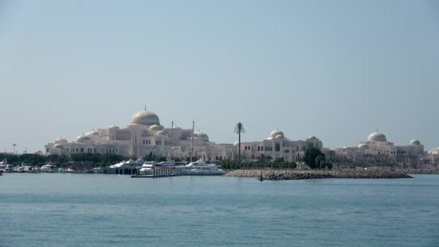 The new Sheik palace compound with marina, Abu Dhabi, VAE, 4k White Sheik Palace with marina, Abu Dhabi, seaside palace stock videos & royalty-free footage