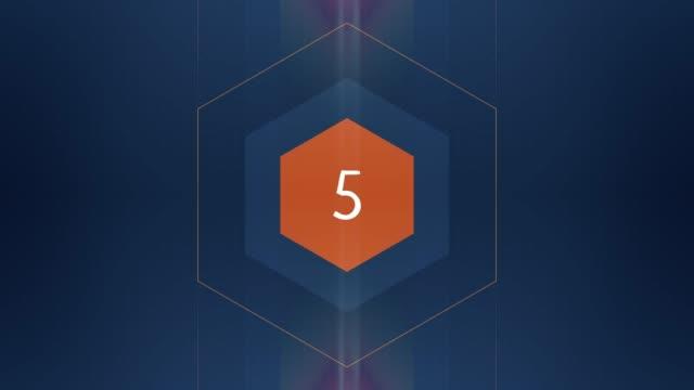 数字の5が表示され、グローと光の縞があります。数字アニメーション ビデオ