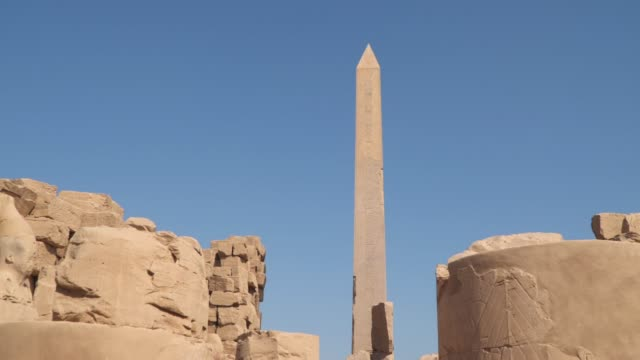 the obelisk in the karnak temple. luxor egypt - archeologia video stock e b–roll