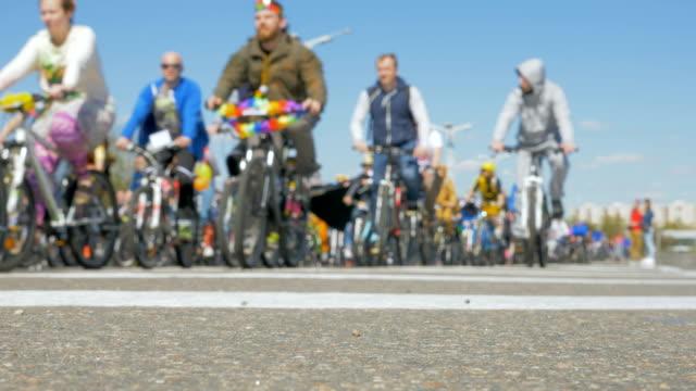 vídeos y material grabado en eventos de stock de la apertura de la temporada de bici - slowmotion 60fps - deportes en silla de ruedas