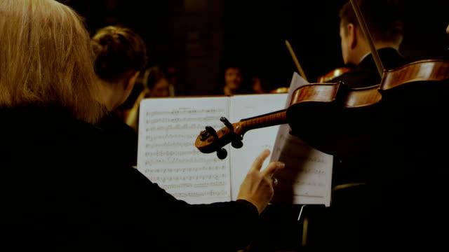 オーケストラはシュトラウスを演奏しています - オペラ点の映像素材/bロール