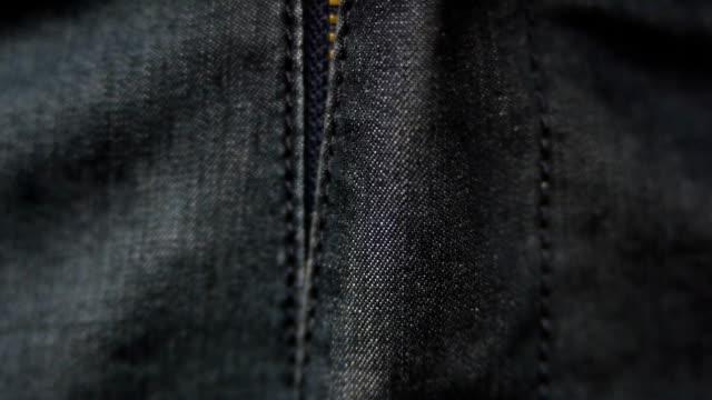 i pantaloni con cerniera - jeans video stock e b–roll