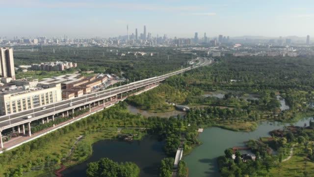 緑と湖がたくさんある公園エリア。 - 広東省点の映像素材/bロール