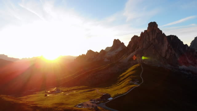 パッソ ・ ディ ・ giau、ドロミテの山々 - チロル州点の映像素材/bロール