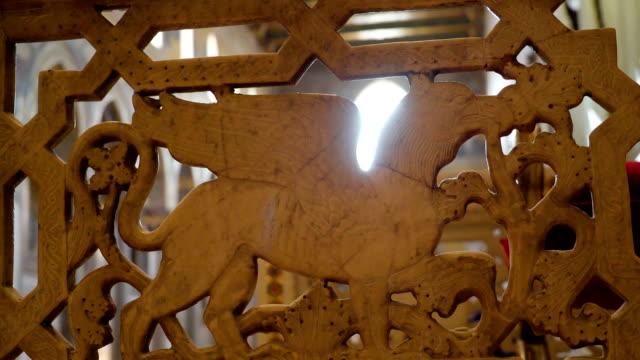 シチリア島パレルモの大聖堂にペガサスの彫刻 - モンレアーレ点の映像素材/bロール