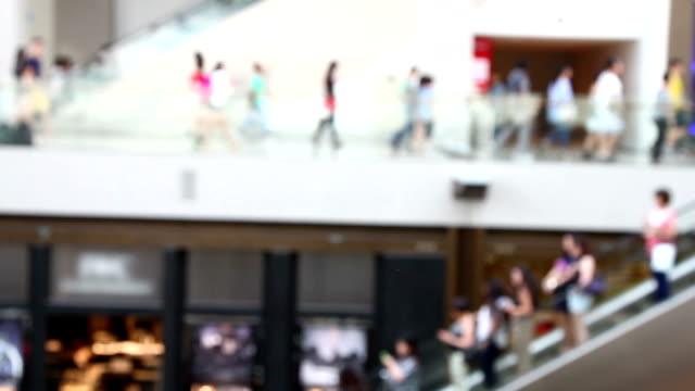 人々はショッピングモール、シンガポールます。 - 展示会点の映像素材/bロール