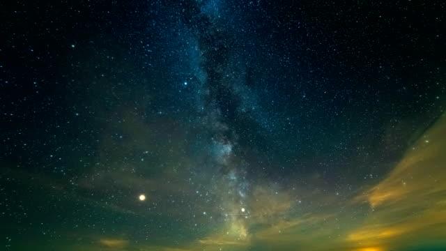 空に美しい流星。夕方夜の時間 - 星型点の映像素材/bロール