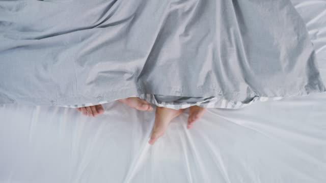 nöjet som kommer med äktenskap - duntäcke bildbanksvideor och videomaterial från bakom kulisserna