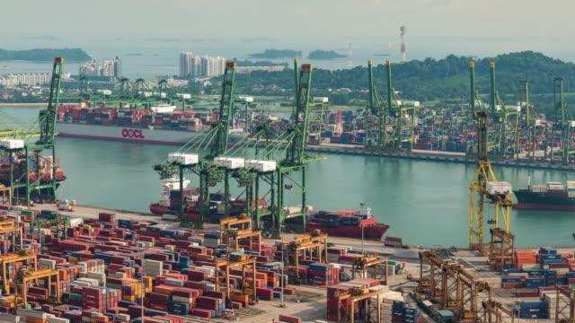 vídeos de stock e filmes b-roll de the port of singapore warehouse is working import export - transatlântico