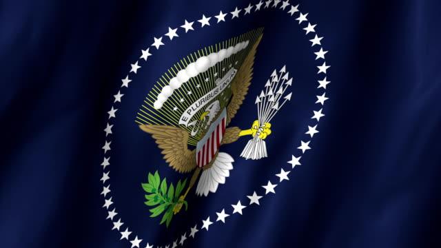vídeos y material grabado en eventos de stock de el presidente de los estados unidos ondeando bandera 4k - inauguration