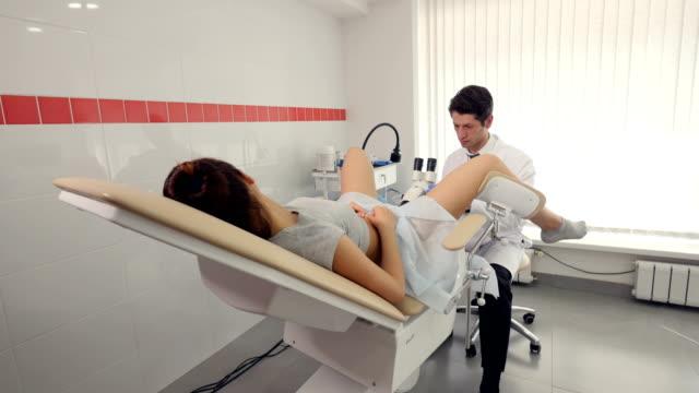 the procedure of colposcopy - ginekolog filmów i materiałów b-roll