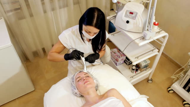 The process of non-injection mesotherapy in the Spa. Cosmetology mesotherapy for facial rejuvenation. The process of non-injection mesotherapy in the Spa. Cosmetologist doing microneedle to a young girl in the beauty salon close-up. beautician stock videos & royalty-free footage