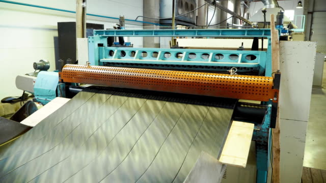 The production of the geogrid in the machine in the plant video