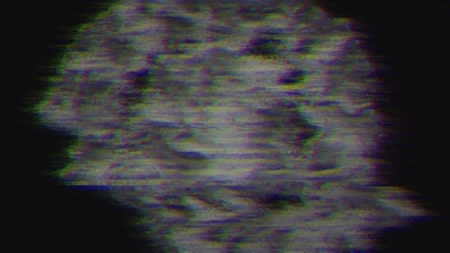 ビデオ ノイズの増殖。突然の故障や損傷 - 木目のビデオ点の映像素材/bロール