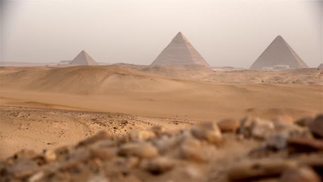 the pyramids, giza, egypt - египет стоковые видео и кадры b-roll