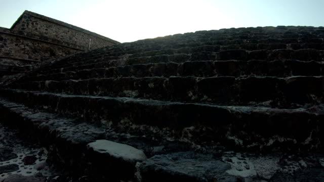 pyramiderna i teotihuacan i mexiko - pyramidform bildbanksvideor och videomaterial från bakom kulisserna