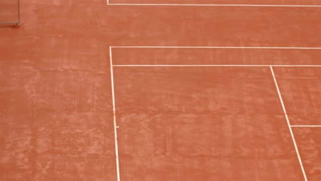 La Cour rouge avec des lignes blanches - Vidéo