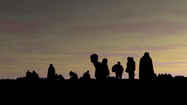 die flüchtlinge, männer, frauen, kinder und den zaun. - konflikt stock-videos und b-roll-filmmaterial