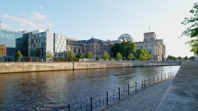 The Reichstag and a boat on the Spree River in Berlin, 4k