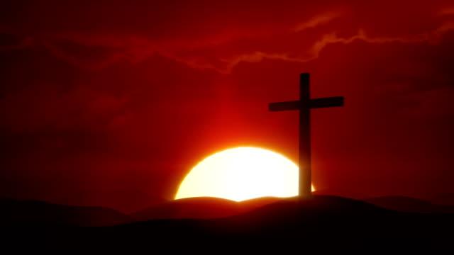 vídeos de stock e filmes b-roll de the risen christ - sun rises over desert and crucifix - cristo redentor