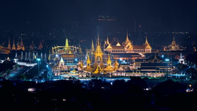 vídeos de stock e filmes b-roll de the royal funeral pyre of king and temple of the emerald buddha, wat phra kaew, temple of dawn in bangkok, thailand - dia de reis