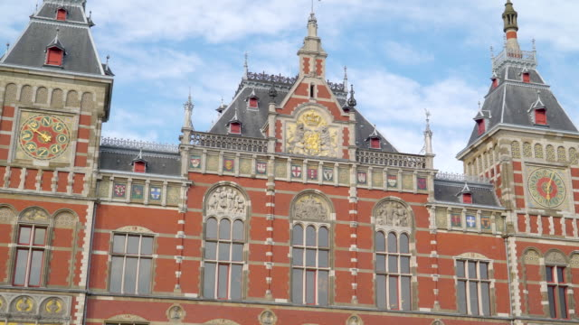 the royal palace found in the city of amsterdam - estonia video stock e b–roll