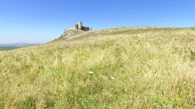 the ruins of medieval fortress yeni sale enisala in dobrogea romania - męczennik filmów i materiałów b-roll