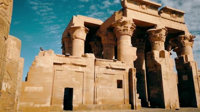 ruinerna av det antika templet sebek i kom - ombo, egypten. - egyptisk kultur bildbanksvideor och videomaterial från bakom kulisserna