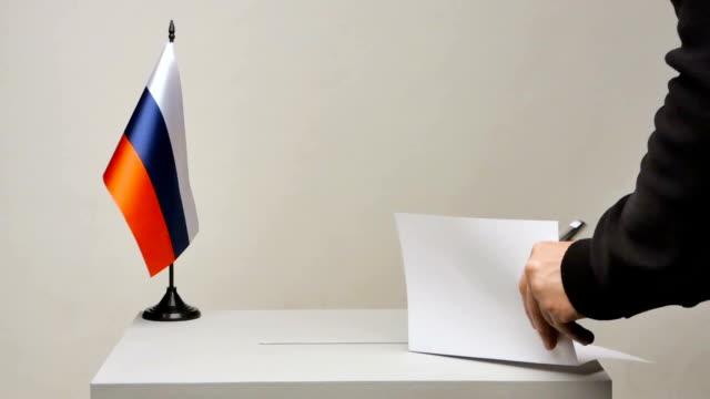 vidéos et rushes de le drapeau tricolor russe - picto urne