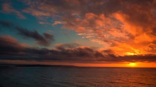 vídeos de stock e filmes b-roll de the sea of okhotsk - linha do horizonte sobre água