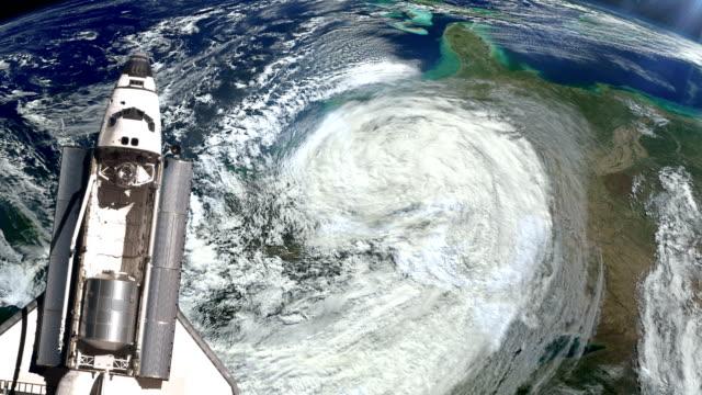 the space shuttle above the earth and a hurricane. - 2015 bildbanksvideor och videomaterial från bakom kulisserna