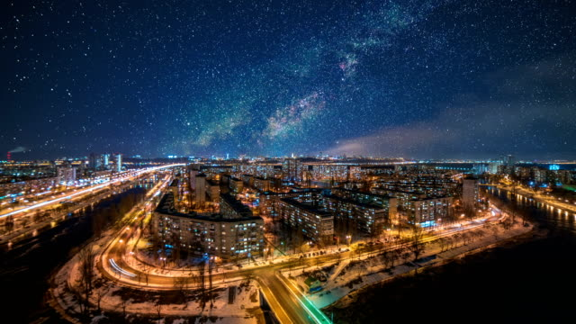 夜の街の上空の星空。タイムラプス - 星型点の映像素材/bロール