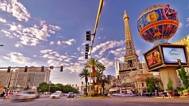 the strip. las vegas. eiffel tower. globe. casino. hotel. - viale video stock e b–roll