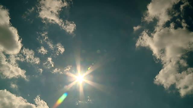 stockvideo's en b-roll-footage met de zon komt uit de wolken - ozonlaag