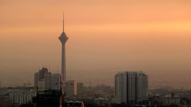 太陽落在德黑蘭市和米拉德 · 塔 - 德黑蘭 個影片檔及 b 捲影像