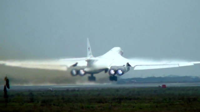The takeoff of the Tu-160 afterburner