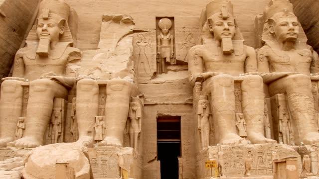 the temple of abu simbel in egypt - египет стоковые видео и кадры b-roll