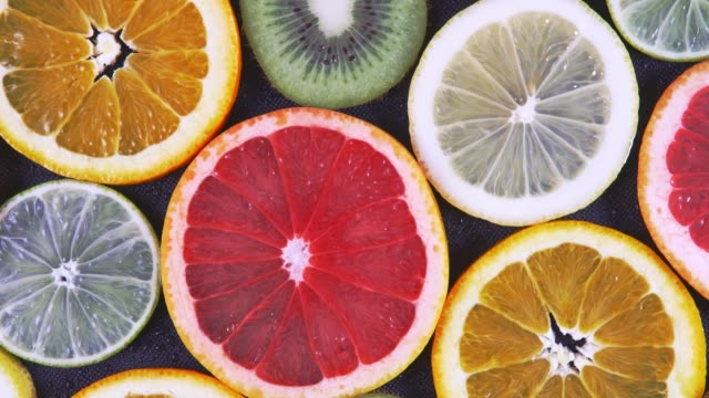 The texture of the slices of citrus fruits on a dark background