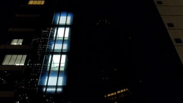 名古屋日本の建物内を上下する双方向エレベーター ビデオ