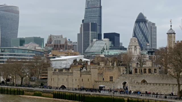 表示の高い建物、ロンドンの街 - ロンドンのファッション点の映像素材/bロール