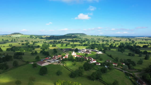 The village of Cuncy-les-Varzy in the middle of the countryside